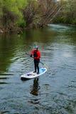 Żeński Paddle intern na Roanoke rzece zdjęcia royalty free