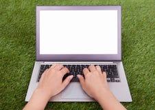 żeński ręki touchpad używać Obraz Royalty Free