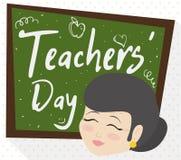 Żeński Starszy pedagog i Chalkboard z powitaniami dla nauczyciela ` dnia, Wektorowa ilustracja royalty ilustracja