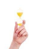 żeński szklany ręki chwytów piasek Fotografia Stock
