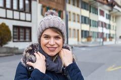 Żeński turysta w Interlaken, Szwajcaria zdjęcia stock
