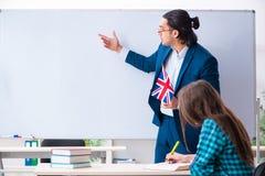 Żeński uczeń w sali lekcyjnej i fotografia royalty free