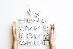 Żeńskie ręki trzymają dużego prezent, kłaść out od małych prezentów pudełek Obraz Royalty Free
