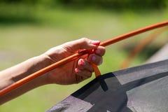 Żeńskiego ręka chwyta ścierwa krzyża namiotowi kije zdjęcie royalty free