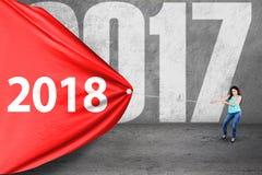 Żeńskiego ucznia ciągnięcie liczy 2018 Zdjęcia Stock