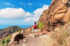 żeńskiego wycieczkowicza halna ścieżka Tenerife zdjęcie royalty free