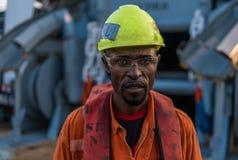 Żeglarz AB lub Bosun na pokładzie naczynie lub statek, jest ubranym PPE Zdjęcie Royalty Free