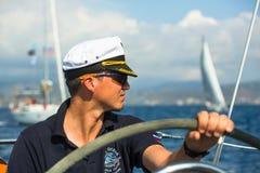 Żeglarzi uczestniczą w żeglowania regatta Ellada 20th jesieni 2018 wśród Greckiej wyspy grupy w morzu egejskim zdjęcie royalty free