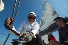 Żeglarzi uczestniczą w żeglowania regatta Ellada 20th jesieni 2018 wśród Greckiej wyspy grupy w morzu egejskim zdjęcia stock