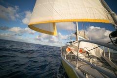 Żeglowanie łódź na sposobie Zdjęcie Royalty Free