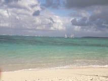 Żeglowanie łodzie na brzegowej Mauritius wyspie zdjęcia stock
