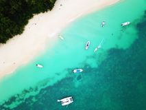 Żeglowanie łodzie rybackie przy Ciekawą wyspą i jachty zdjęcia royalty free