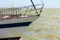 Żeglowanie jachtu łęk brać zbliżenie Zdjęcia Stock