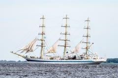 Żeglowanie statek Mir żegluje folował morze po tym jak finał Wysocy statki Ściga się 2017 w Stettin na 05- Trzebiez Polska, Sierp Fotografia Stock