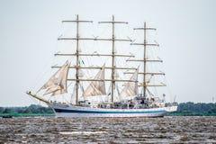 Żeglowanie statek Mir żegluje folował morze po tym jak finał Wysocy statki Ściga się 2017 w Stettin na 05- Trzebiez Polska, Sierp Obrazy Royalty Free
