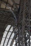 Żelazna dachowa budowa główna stacja wewnątrz, Frankfurt magistrala, Germany - jest - zdjęcia royalty free