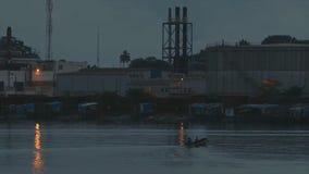 Żelazna rafinerii fabryka przy półmrokiem, Conakry, gwinea zbiory
