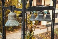 Żelazny dzwonów wieszać zdjęcia stock