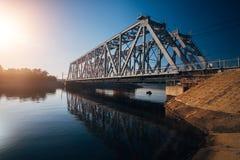 Żelazny kolejowy most nad Voronezh rzeką obraz stock