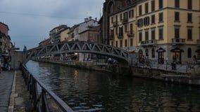 Żelazny zwyczajny most przez rzekę obrazy royalty free