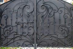 Żelazo bramy, ornamentacyjny skucie, forged elementu zakończenie fotografia stock