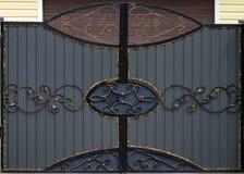 Żelazo bramy, ornamentacyjny skucie, forged elementu zakończenie zdjęcie stock