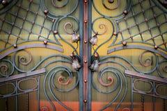Żelazo bramy, ornamentacyjny skucie, forged elementu zakończenie obrazy stock