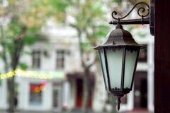Żelazo zależący od lampion z szkłem fotografia stock