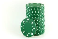 Żetony zielone w pokera. zdjęcie stock