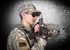 żołnierz z pistoletem Obraz Royalty Free