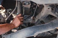 Żołnierza demontażu samochodu niski zawieszenie zdjęcie royalty free