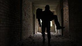 Żołnierza przewożenia raniący i nieświadomie kompan zbiory