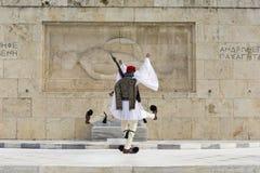 Żołnierze gwardia prezydencka wmarsz przed monu Zdjęcia Stock