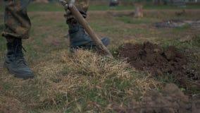 Żołnierze kopie ziemię zdjęcie wideo