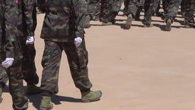 Żołnierze na paradzie przy świętem państwowym zbiory wideo