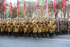 Żołnierze w starym sowieckim wojskowym uniformu obrazy royalty free