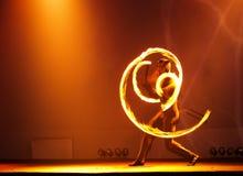 żonglerem przeciwpożarowe Fotografia Royalty Free