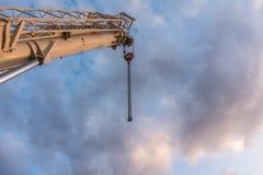 Żuraw ciężarówka w budowie most na autostradzie obraz royalty free