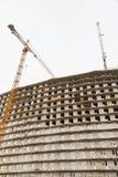Żuraw używa w budowie Zdjęcia Royalty Free