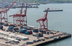Żurawie przy portem Seattle, Waszyngton obrazy stock