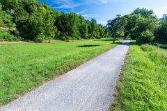Żwiru footpath w parku obrazy royalty free