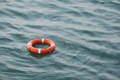 Życia preserver unosi się na morzu Zdjęcia Royalty Free