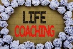 Życia trenowanie Biznesowy pojęcie dla ogłoszenie towarzyskie trenera pomocy pisać na rocznika tle z kopii przestrzenią na starym zdjęcie royalty free
