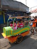 Życie w Pasar Ikan i Muara Karang mąci, historyczna Dżakarta ryba fotografia royalty free