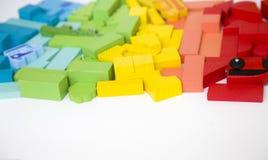 Życzliwy drewniany koloru konstruktor odizolowywający na białym tle rozwój dziecka preschool Bawić się budynek zdjęcia stock