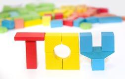 Życzliwy drewniany koloru konstruktor odizolowywający na białym tle rozwój dziecka preschool Bawić się budynek obraz stock