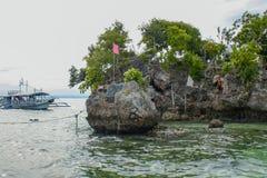 Życzyć wyspę jest jeden wspaniali turystyczni miejsca przeznaczenia w wyspy Ogrodowym mieście Samal Zdjęcia Royalty Free