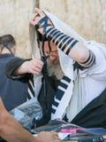 Żydowski mężczyzna modlenie Obrazy Royalty Free