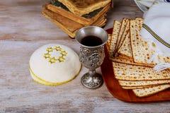 Żydowski wakacyjny Passover tło z talerzami na widok zdjęcie stock