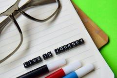 Żyję jest podróży wiadomością na edukaci i motywaci pojęciach obrazy royalty free